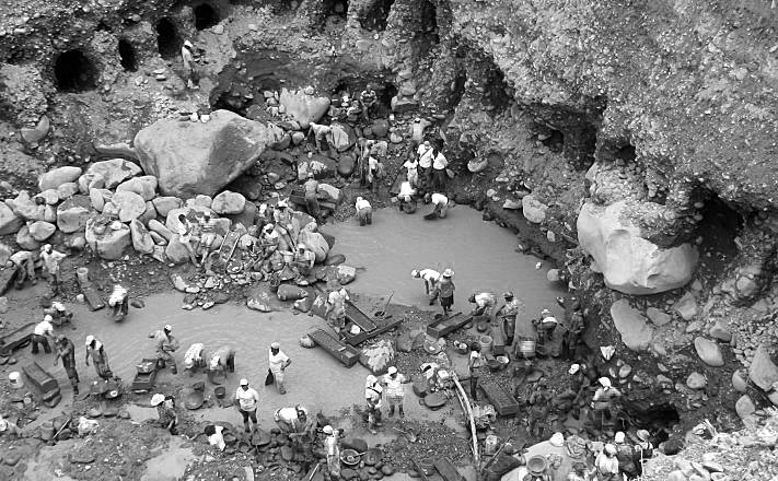 Aliento al Paro  Minero: Trabas a la formalización de los pequeños y medianos mineros.