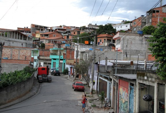 (El Colombiano) 17 de cada 100 personas son pobres